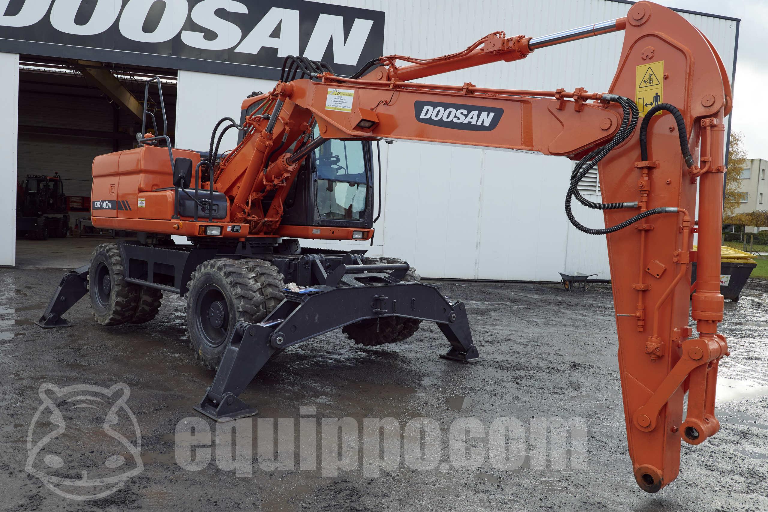 2013 - Doosan DX140W