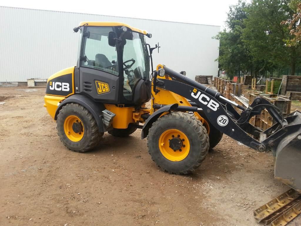 2011 - JCB 409